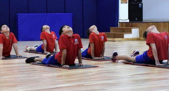 Yoga en la sala de clases: ¿sólo una moda, o un nuevo indispensable?