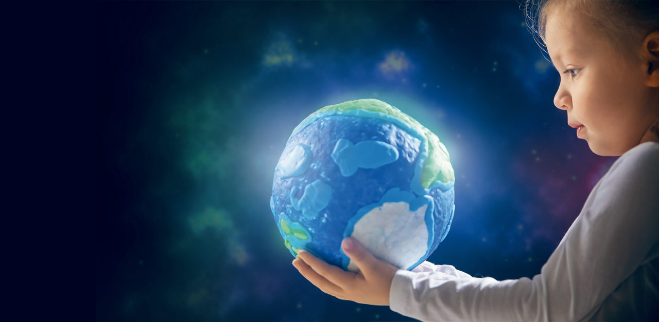 ALUMNOS QUE CONSTRUYEN A NEW WORLD